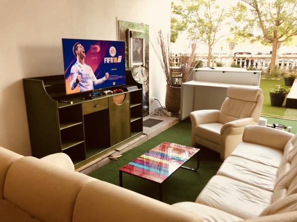 The Jam Playaz Lounge Fifa Wiener Neustadt zocken im freien gemütlich fernsehen Fernseher Playstation Live Übertragung Fußball Fernsehen Games zocken